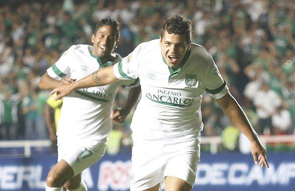 Robin Ramírez y la alegría del primer gol con el que Deportivo Cali superó a Nacional. Así lo festejó, atrás aparece Cristian Marrugo.