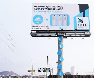 Perù, il cartello pubblicitario che produce acqua potabile dall'umidità atmosferica