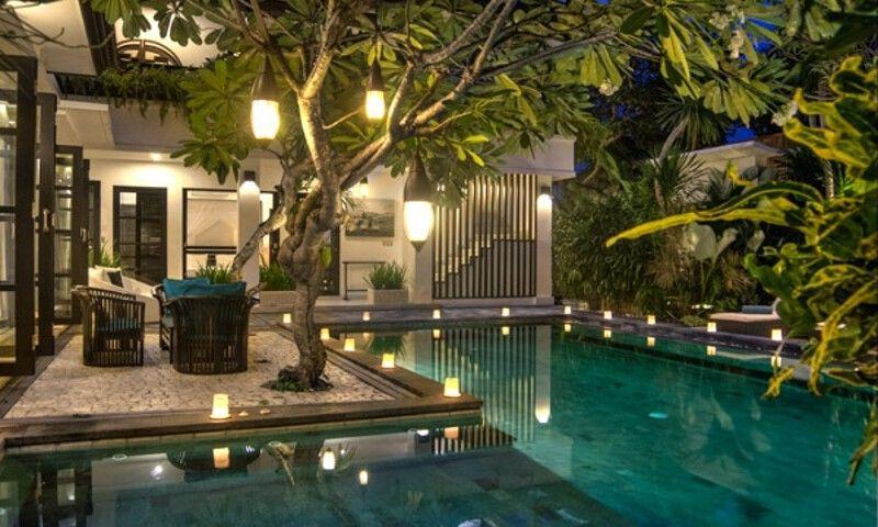 Villa Senang Residence is a stylish 4-bedroom retreat that gracefully blends contemporary international design with whimsical romanticism.