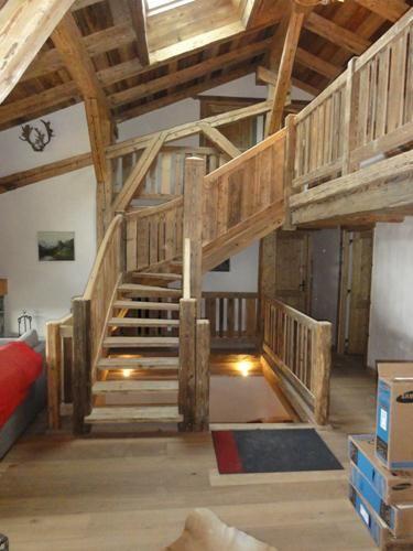 Au bois de montagne, ESCALIER   Houses en 2019   Escaliers ...