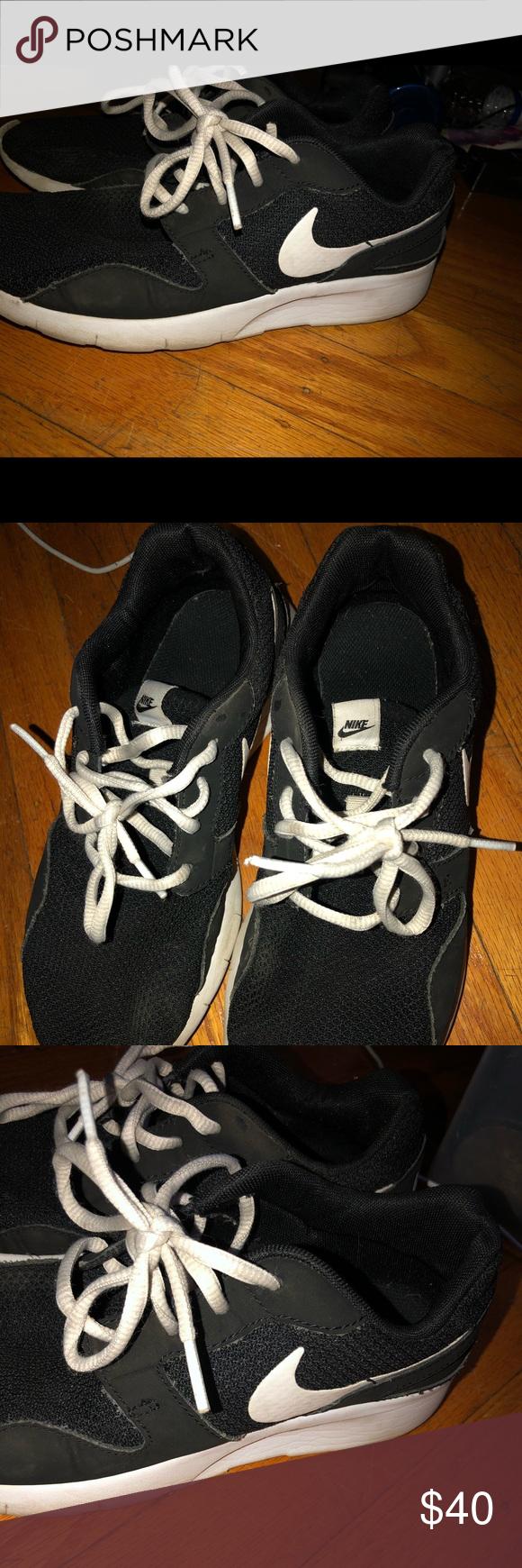 Boys Nike Roches Sneakers Bots Nike Sneakers! Definitely got a lot of wear out o…