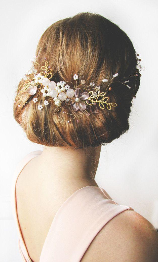 Unikatowa Ozdoba Do Wlosow Bizuteryjny Grzebyk W Polaczeniu Z Delikatnym Wianuszkiem Krysztalkow I Koralikowych Kwiatkow Dziewcze Crown Jewelry Jewelry Crown