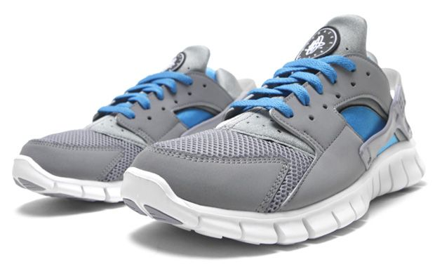 8a81431e1fb09 The newest colorway to release is the Nike Huarache Free 2012 Stealth Neptune  Blue.