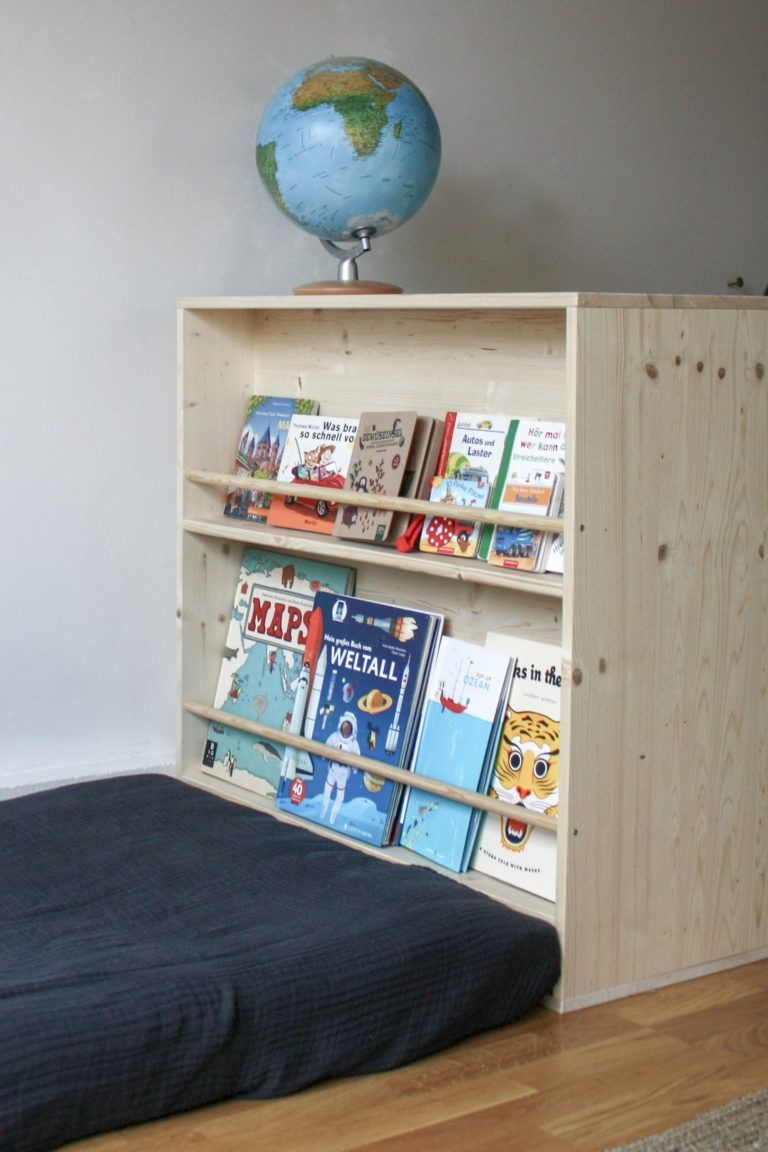 Selbstgebaute Montessori Mobel Kleiderschrank Und Bucherregal