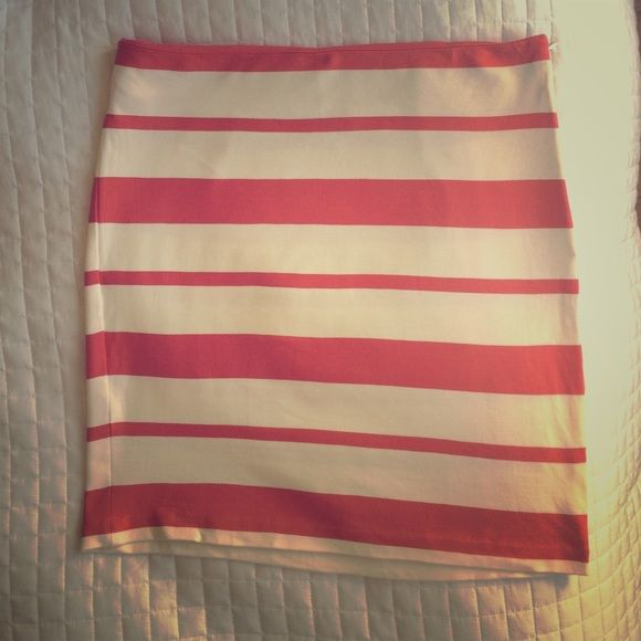 Banana Republic Coral striped skirt Cactus flower striped skirt--Cream and dark coral. Rayon, nylon, spandex. Barely worn! Banana Republic Skirts