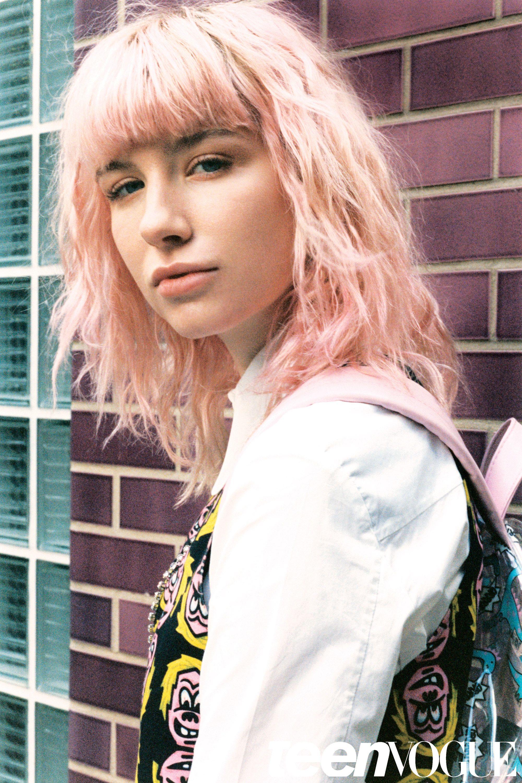 Meet Charlie Barker The Pink Haired Social Media Star Taking Runways By Storm Famous Models Model Instagram Famous