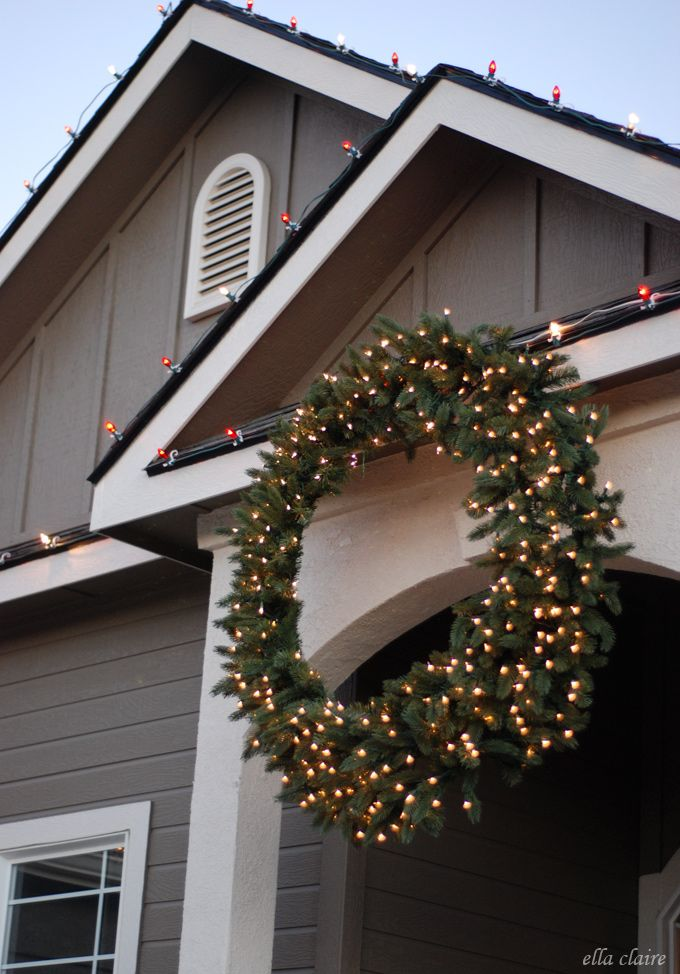How To Hang A Giant Outdoor Christmas Wreath Outdoor Christmas Wreaths Christmas Wreaths With Lights Artificial Christmas Wreaths