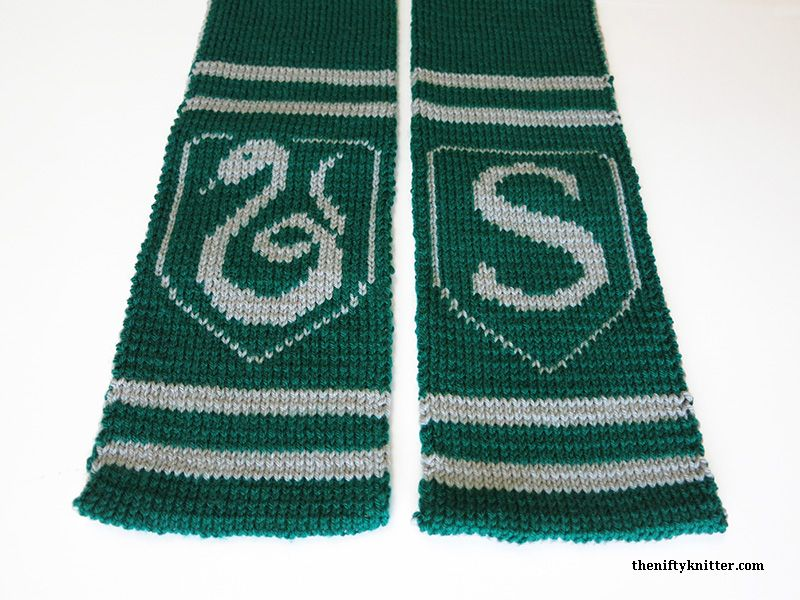 Show Off Your Slytherin Spirit With This Reversible Thick Hogwarts