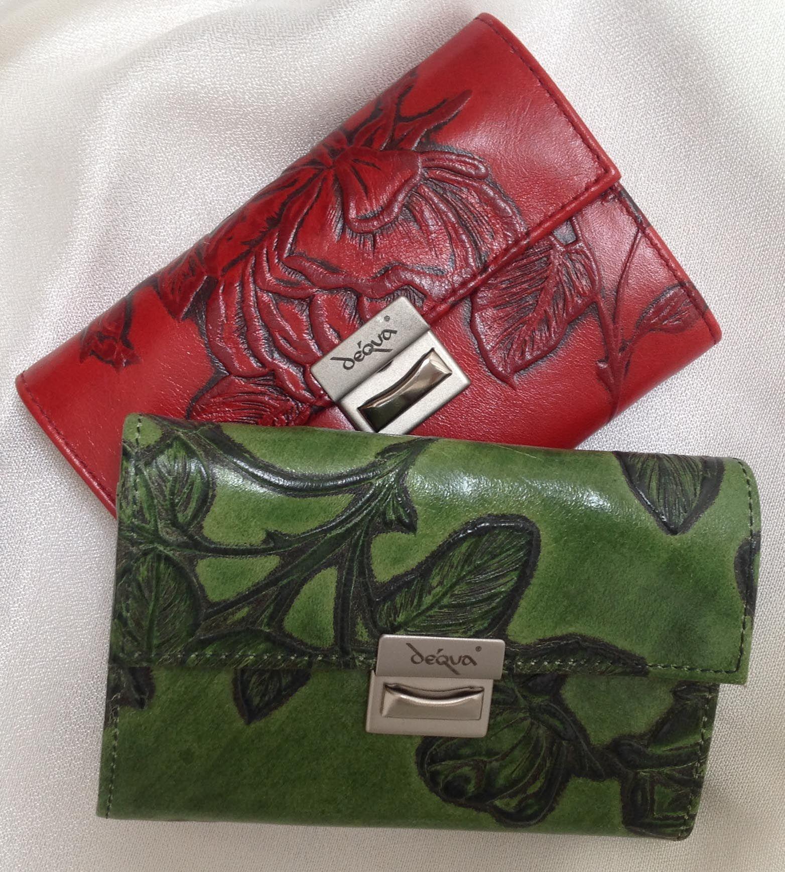 Rosen - Geldbörse mini aus geprägtem Leder in perfektem Design von déqua.  Portemonnaie für kleinste Handtaschen im Service - Stil mit Schüttelfach für Kleingeld: aufgeräumt, minimalistisch und zugleich höchst funktionell!
