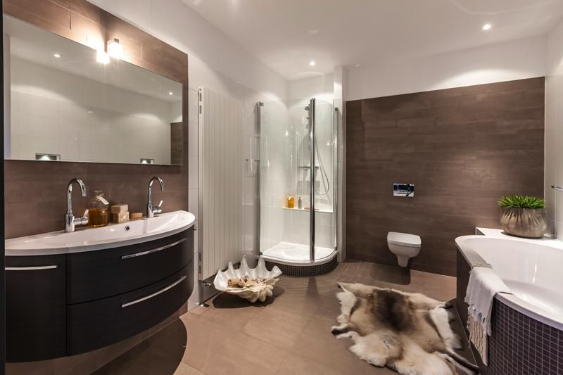 Personal Living badkamer met rond Intertop bad, Mosa tegels en ...