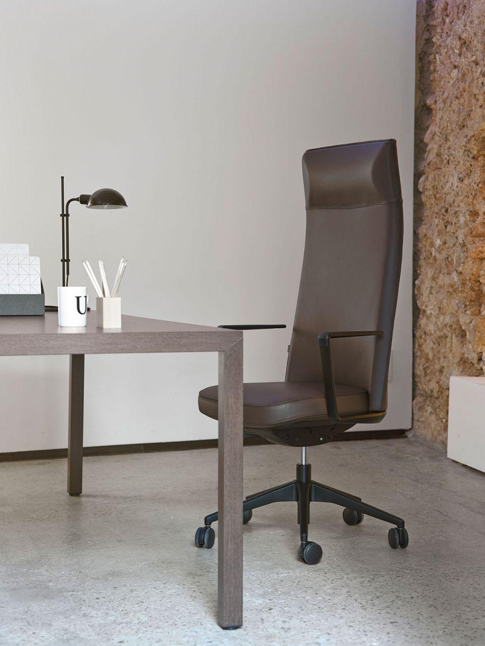 Silla elegante para despacho de de dirección Cron con mesa Prisma en ...
