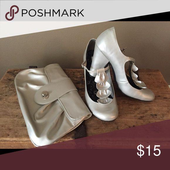 Selling this Clutch on Poshmark! My username is: hoodinky. #shopmycloset #poshmark #fashion #shopping #style #forsale #Handbags