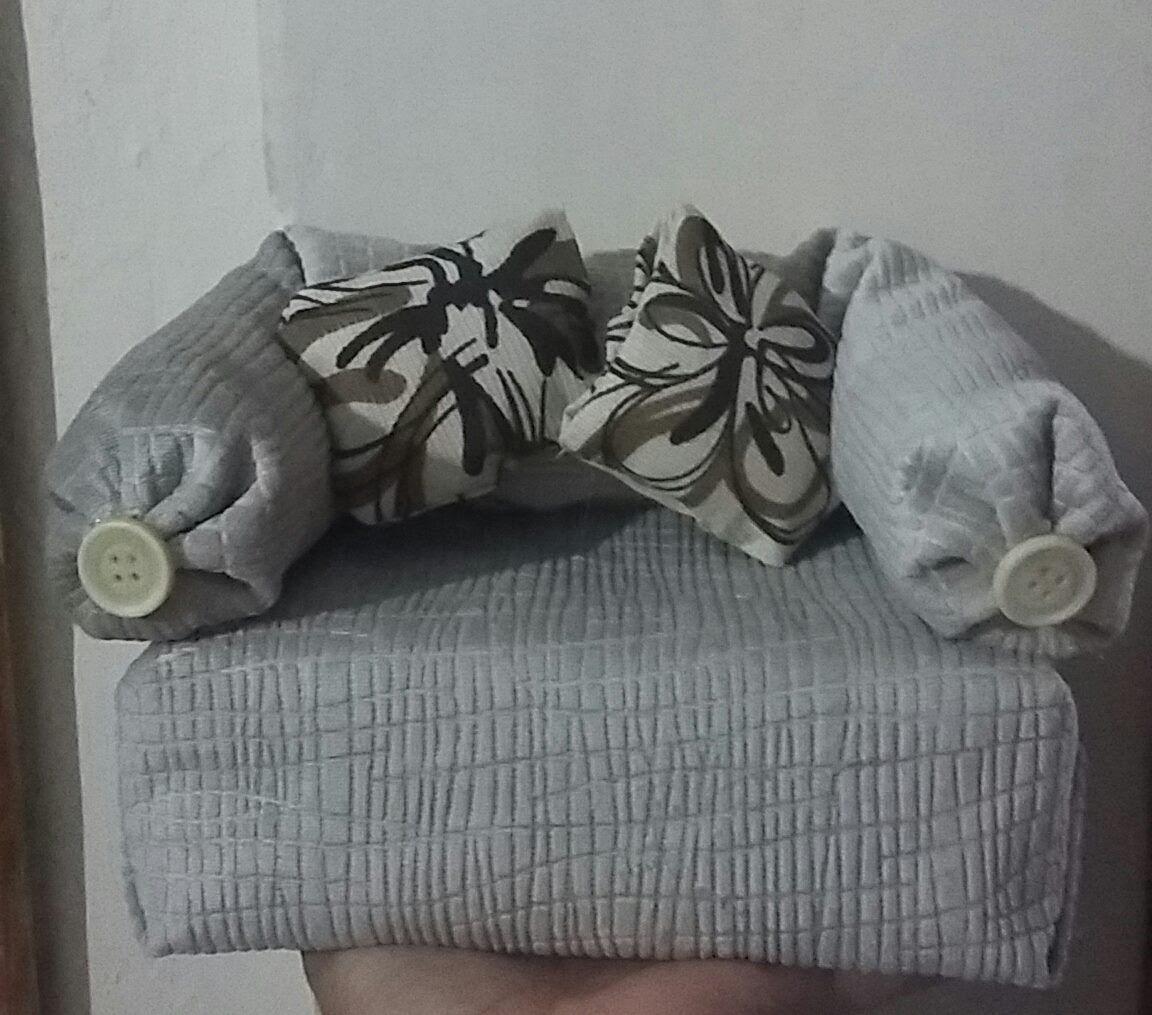 Sofa V I Mini: Mini Sofa Peso De Porta Feito Com Caixa De Leite