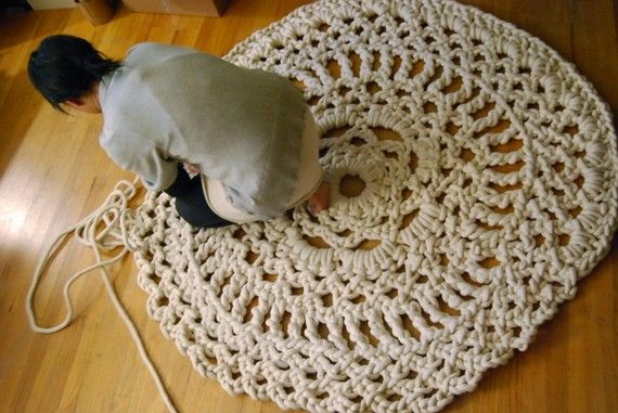 Crochet Rope Rug Can You Imagine The Hook You Wold Need Think It Is Just Done With Hands Though Crochet Doily Rug Doily Rug Crochet Rug