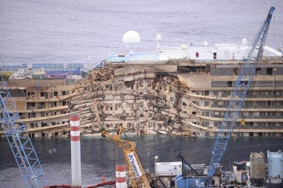 Costa Concordia upright   Costa-Concordia-upright-after-19-hour-salvage-operation-off-the-G.jpg