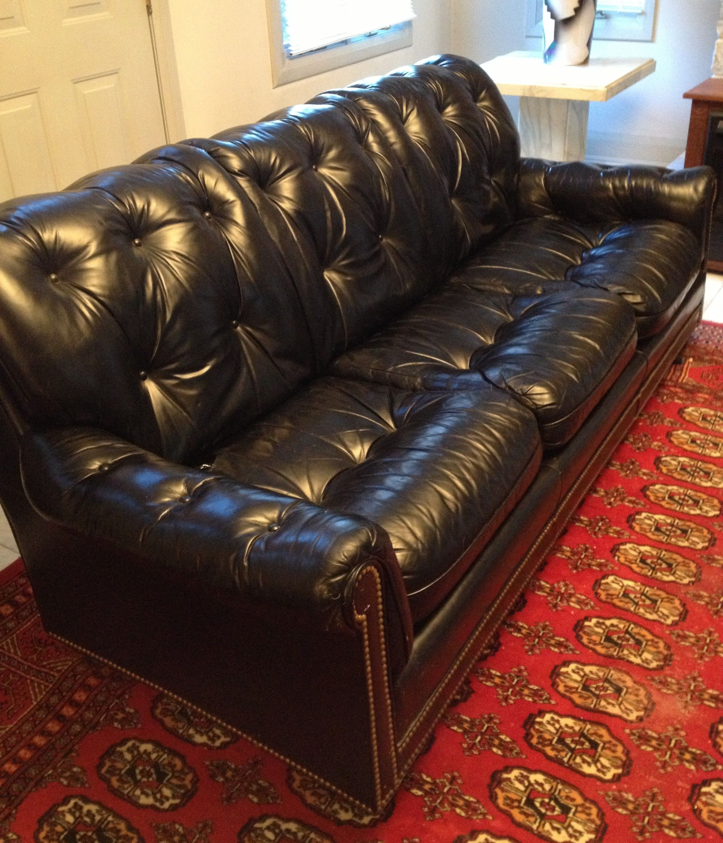 Pin by Furnishly.com on Chicago Listings   Black leather ...