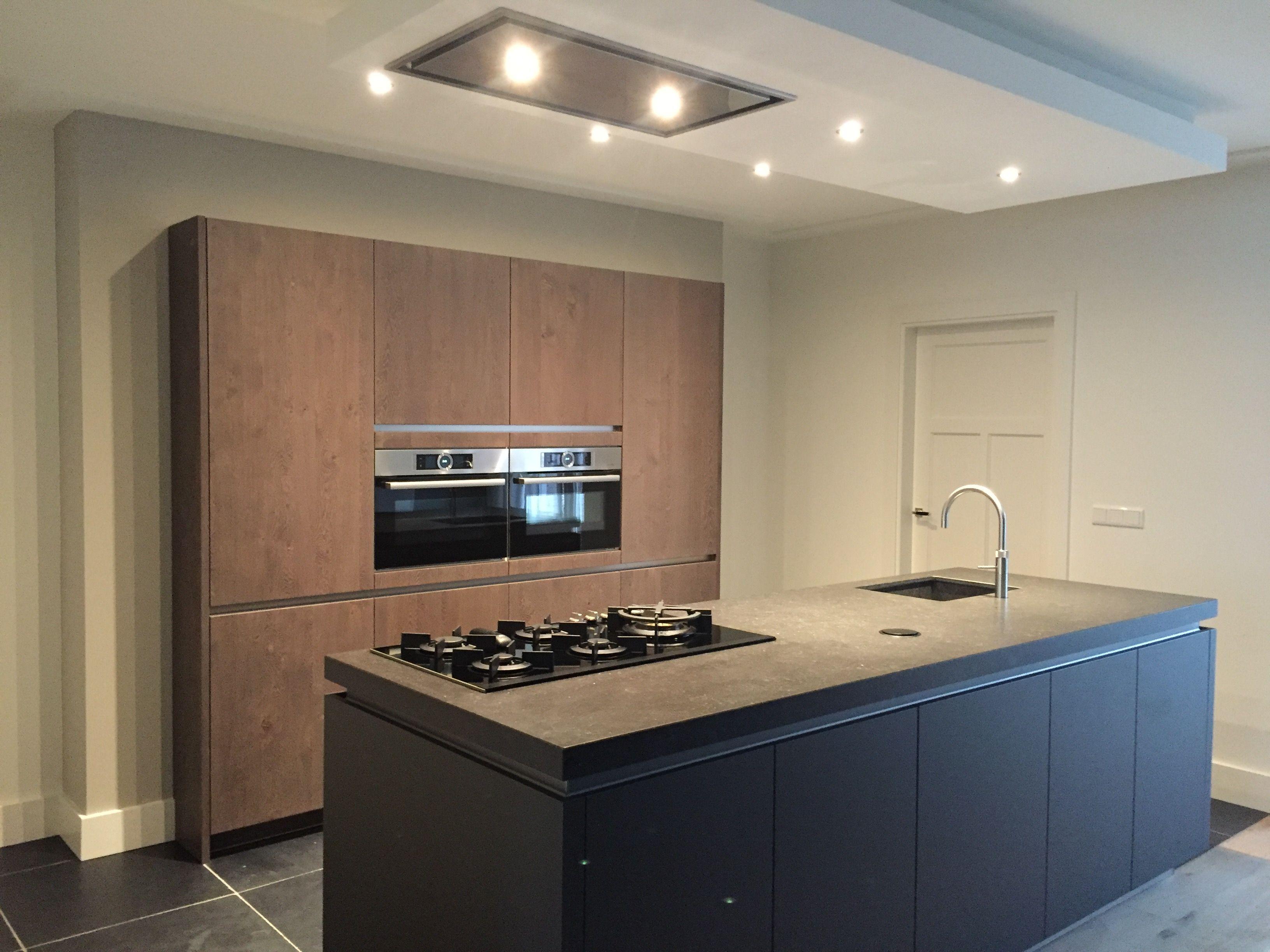 Moderne keuken kookeiland keuken met hout meer