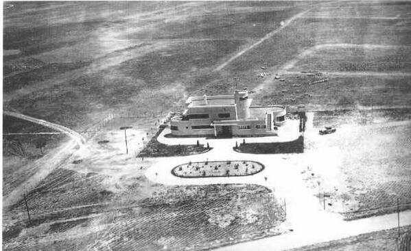 El 30-julio-1930 se adquieren por 730.000 pesetas los terrenos para construir el aeropuerto de Barajas.