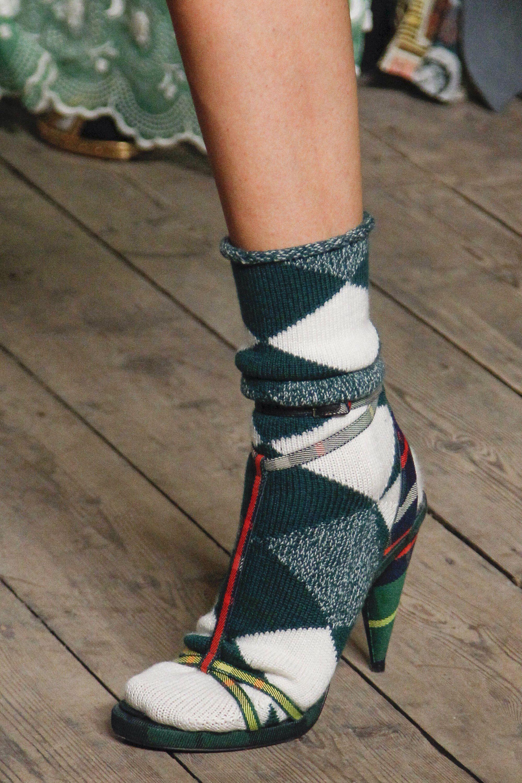 b7fd9c4ccde0 Burberry Fall 2017 Ready-to-Wear Fashion Show Details