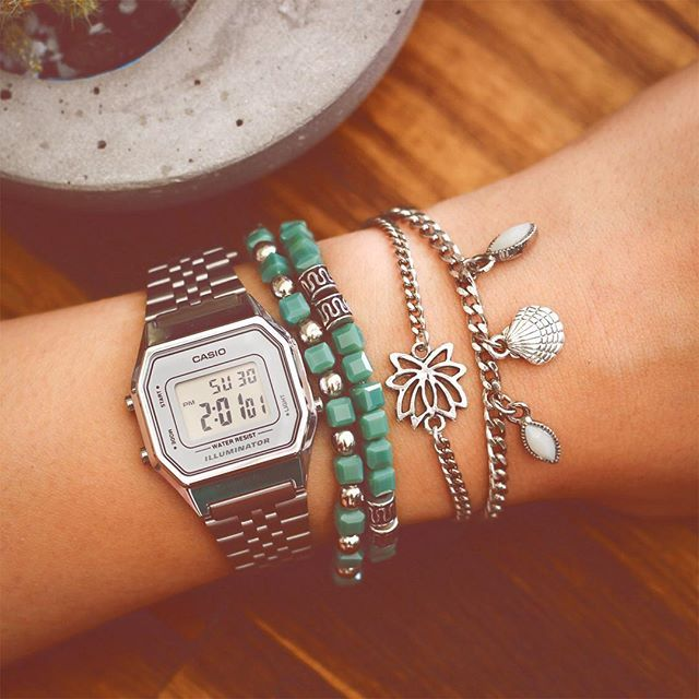 07100ee13a4 Combinação do dia  Relógio Vintage da Casio + Pulseiras ✶ INSTA SHOP  link  na bio  lacosdefilo