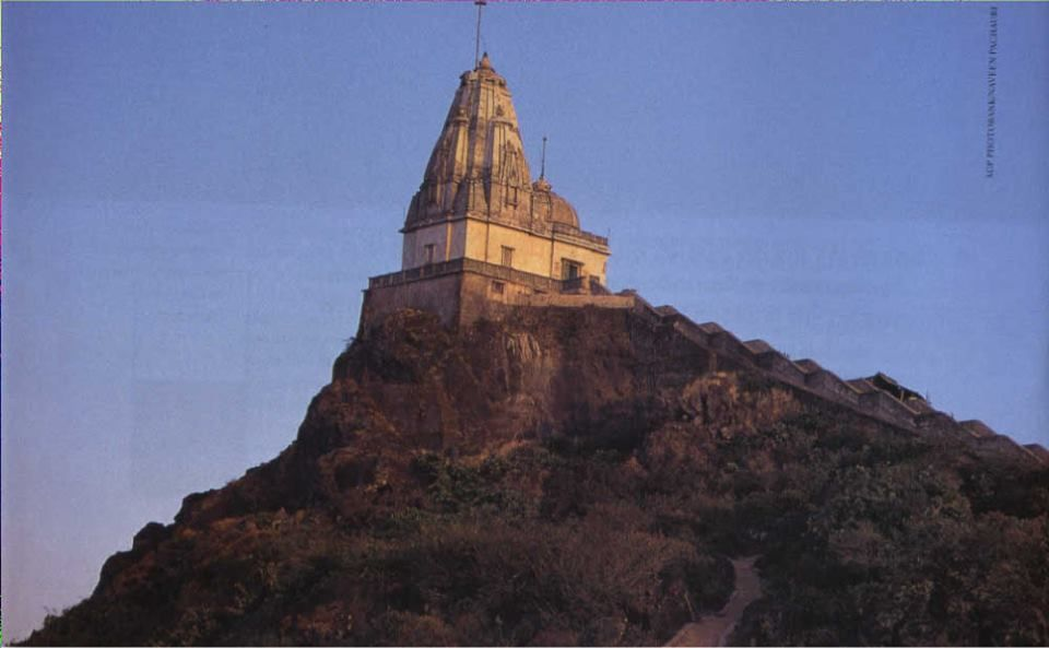 parasnath is an important destination for jain pilgrimage located