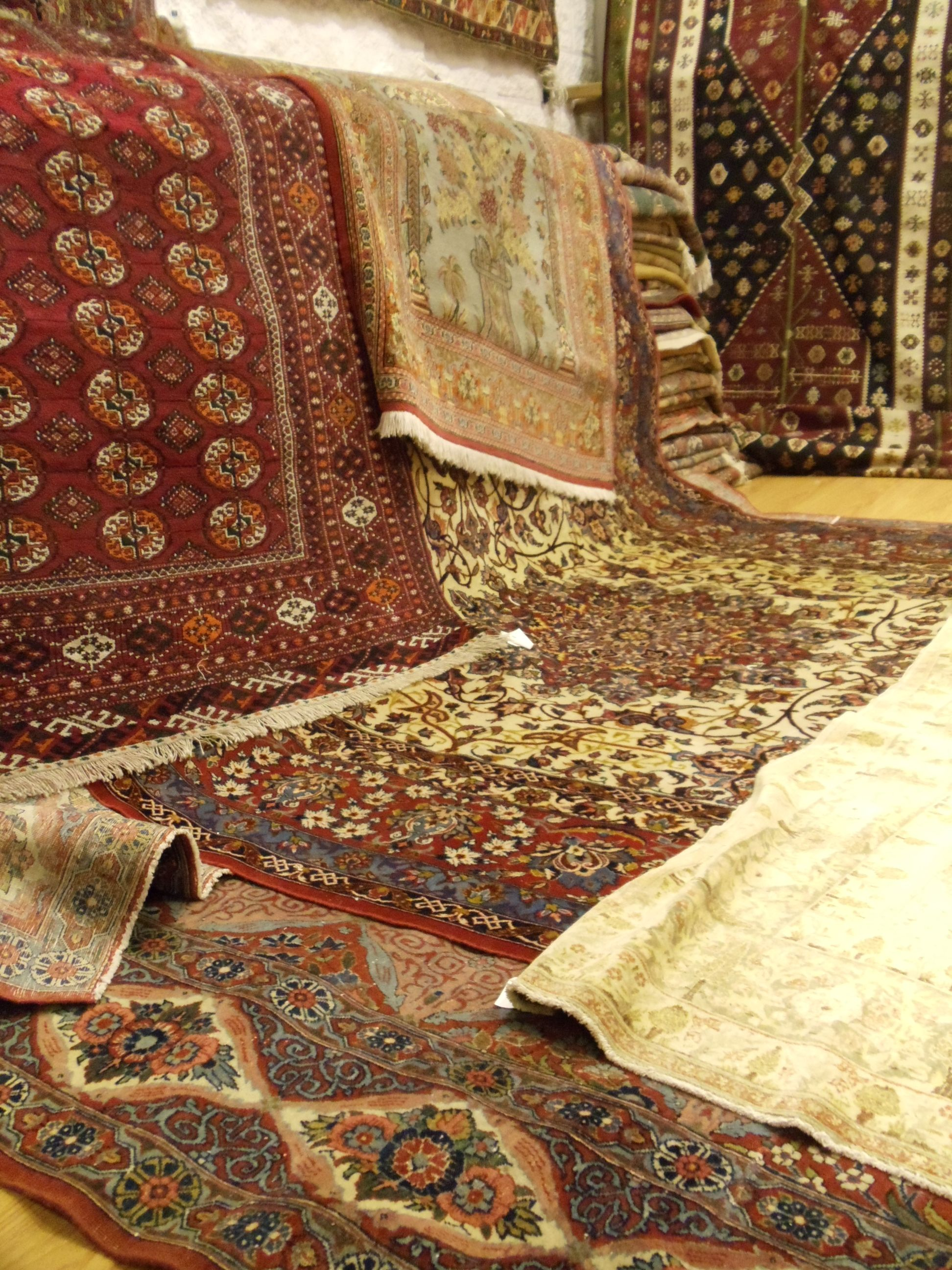 Alfombras persas en showroom alfombras pinterest for Tapetes orientales