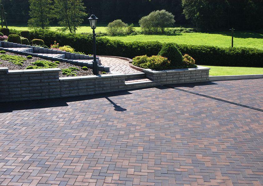 Terrassen Farbe parkähnliche anlage kerawil pflasterklinker unterstreichen die
