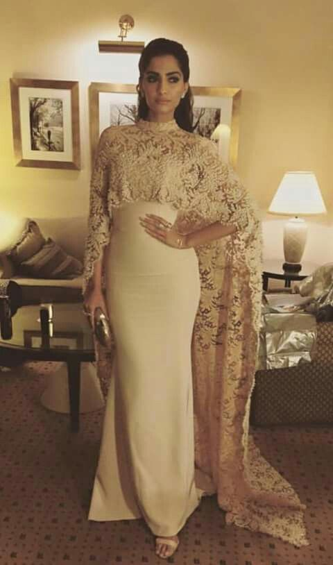 Lovely and beautiful Sonam Kapoor looks and outfits f5236e620786