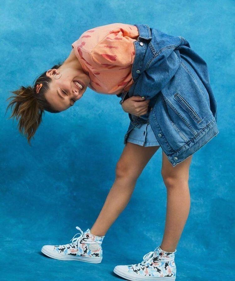 Millie Bobby Brown X Converse Famosas Guapas Actrices Bonitas Baile De Chicas