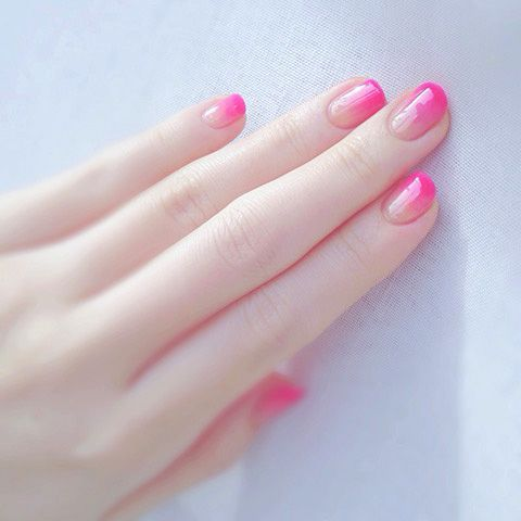 with round acrylic nails any design will look good there