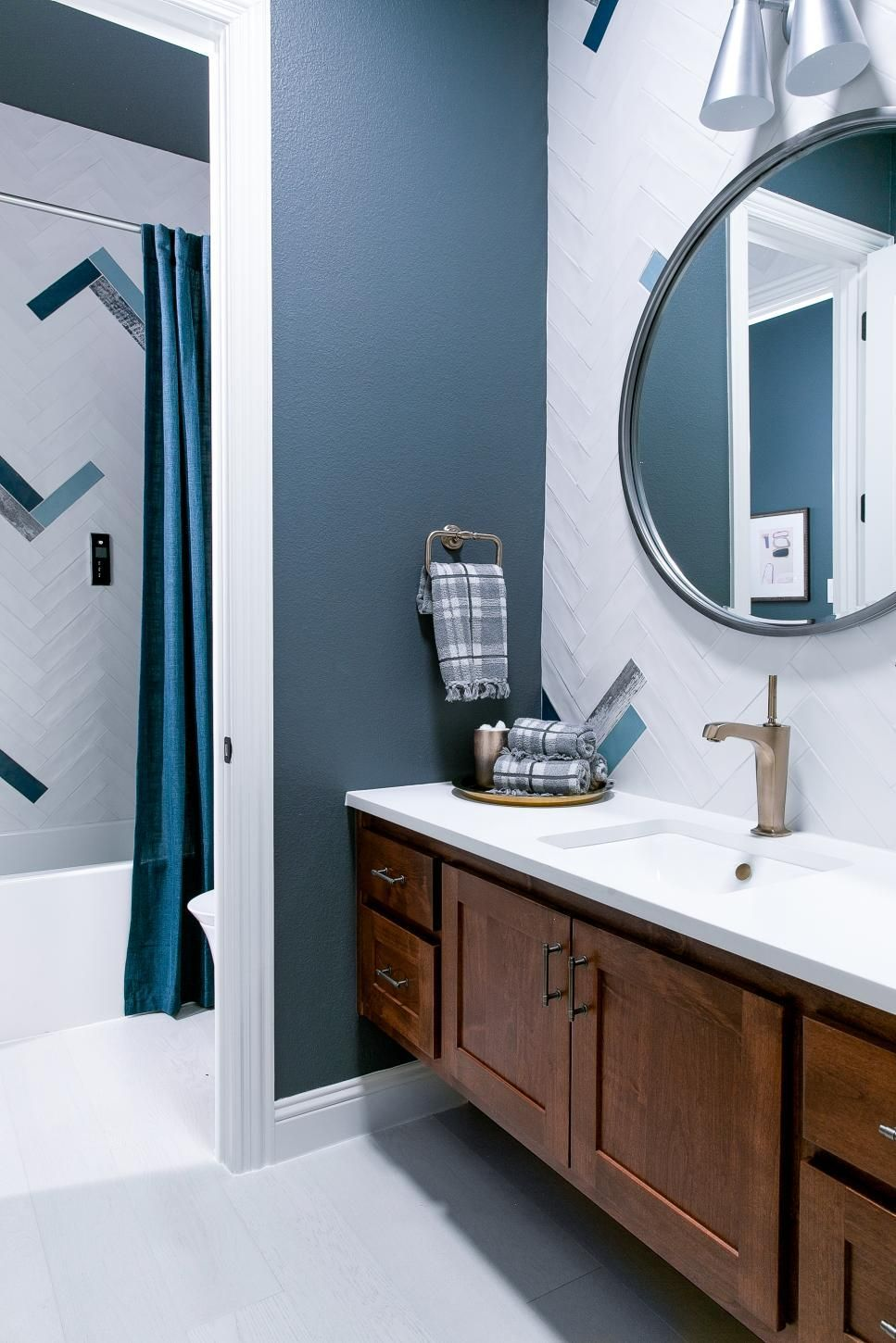 Pictures Of The Hgtv Smart Home 2019 Master Bathroom Hgtv Smart Home 2019 Hgtv Bathroompictures Green Bathroom Smart Home Bathroom Decor