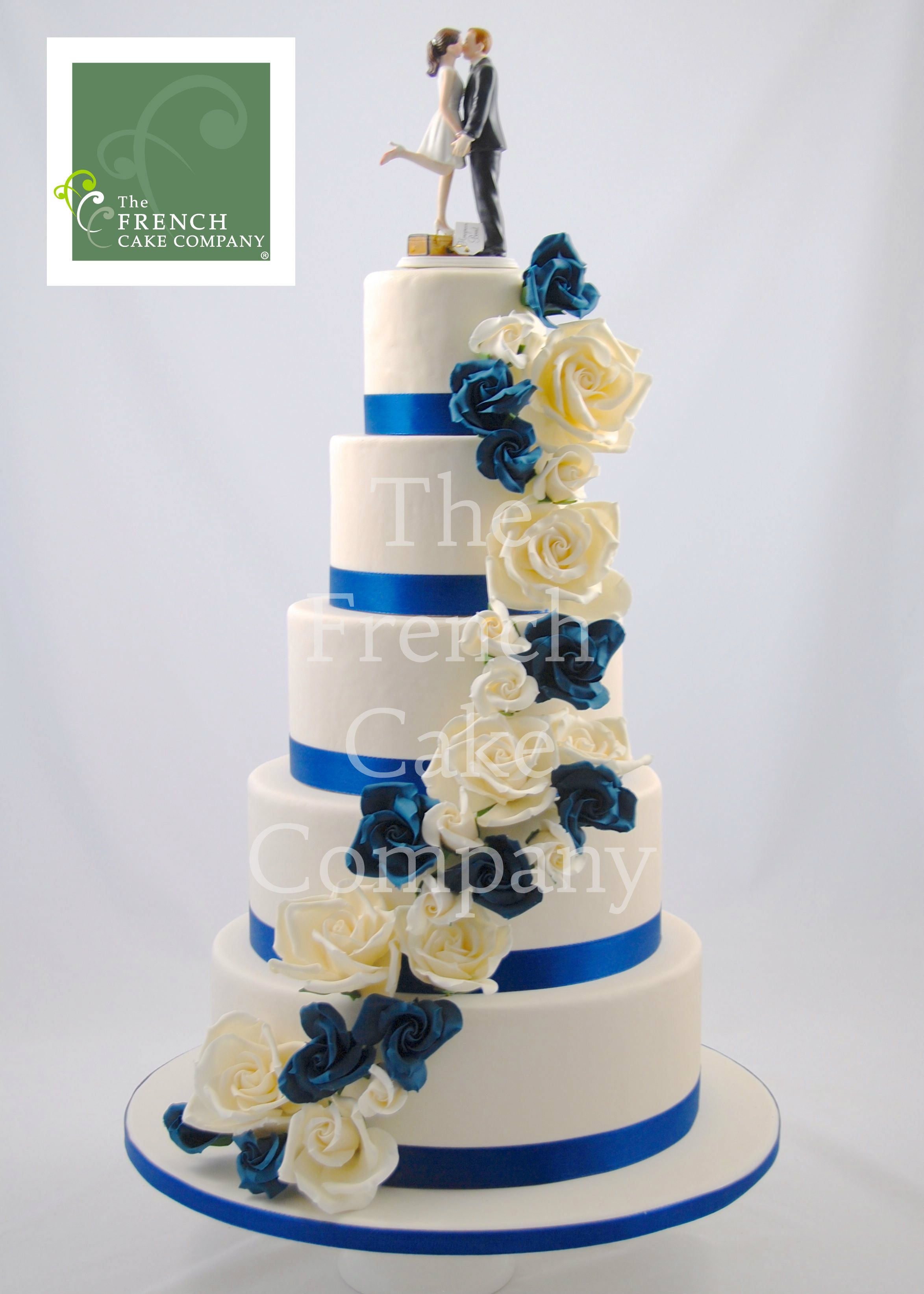 wedding cake blue and white flowers piece montee mariage. Black Bedroom Furniture Sets. Home Design Ideas