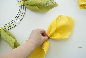 Photo of Wie man einen Sonnenblumen-Jute-Kranz macht – decoration – Burlap wreath
