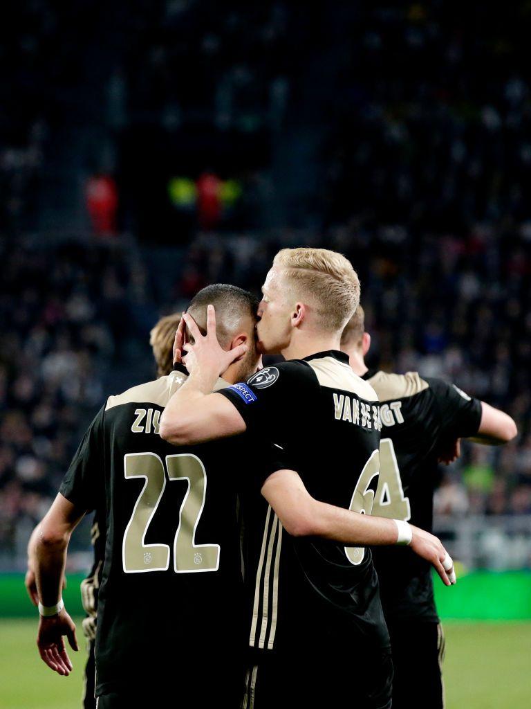 Donny Van De Beek Of Ajax Celebrates 1 1 With Hakim Ziyech Of Ajax Uefa Champions League Champions League Hakim Ziyech