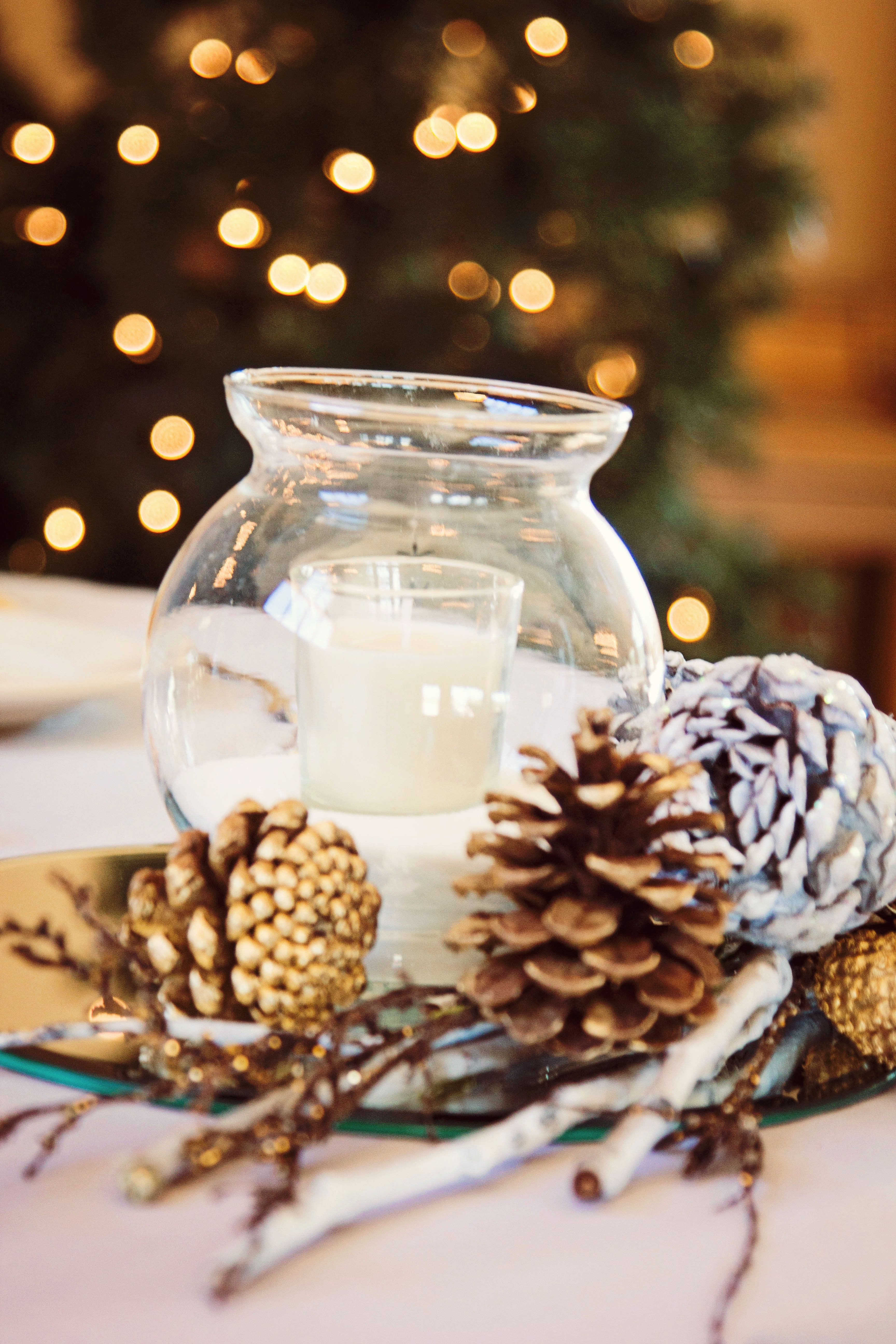 Winter Wedding Centerpieces Winter Decorations Spray Paint Pine Cones Use Salt To Look Like Snow Winter Wedding Centerpieces