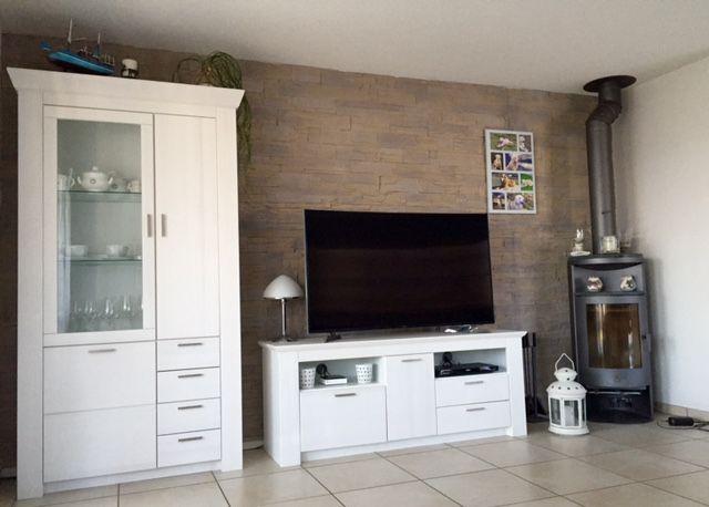 Wohnzimmerwand Naturstein