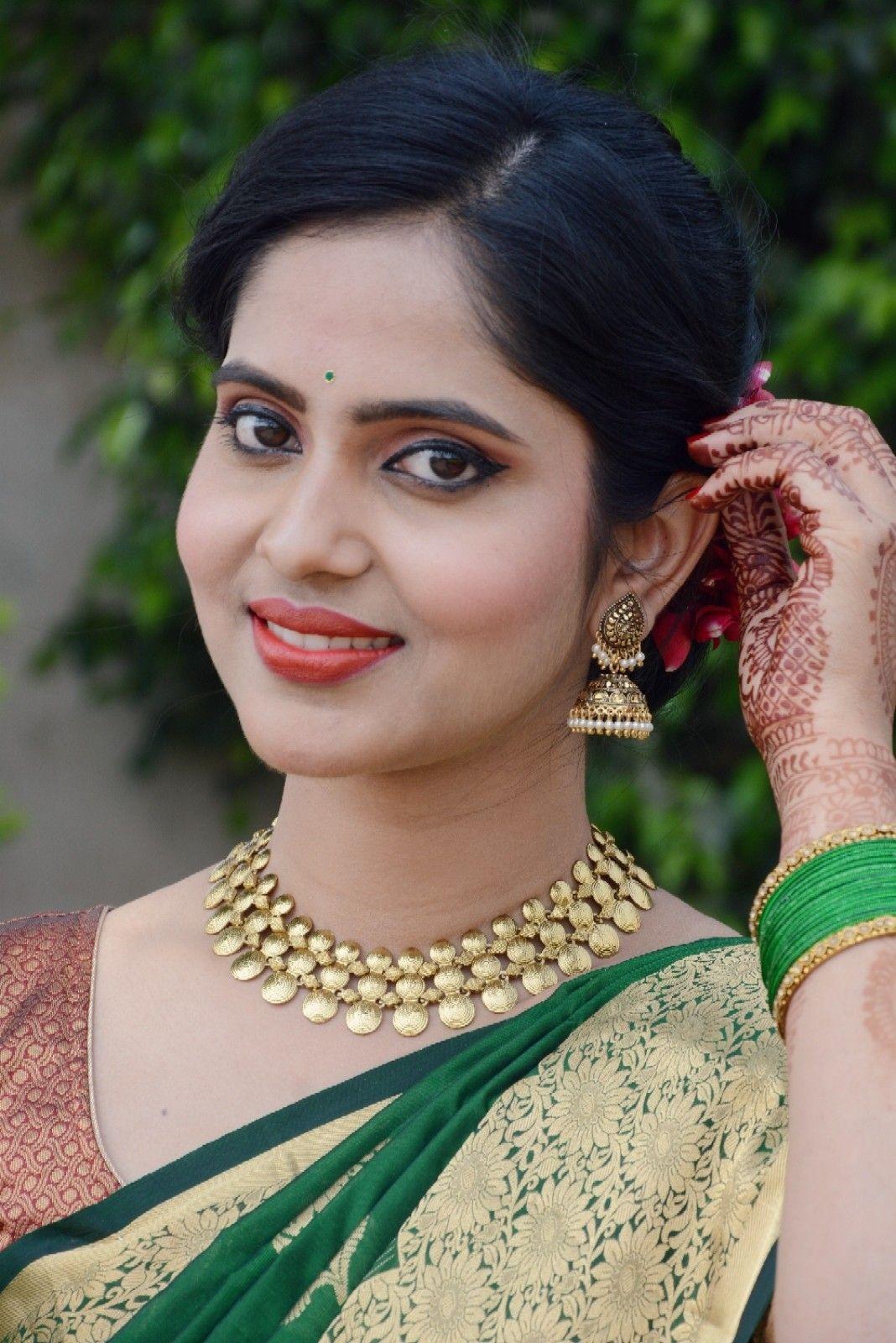 Marathi bride,simple makeup,bridal portrait, Maharashtrian bride ...