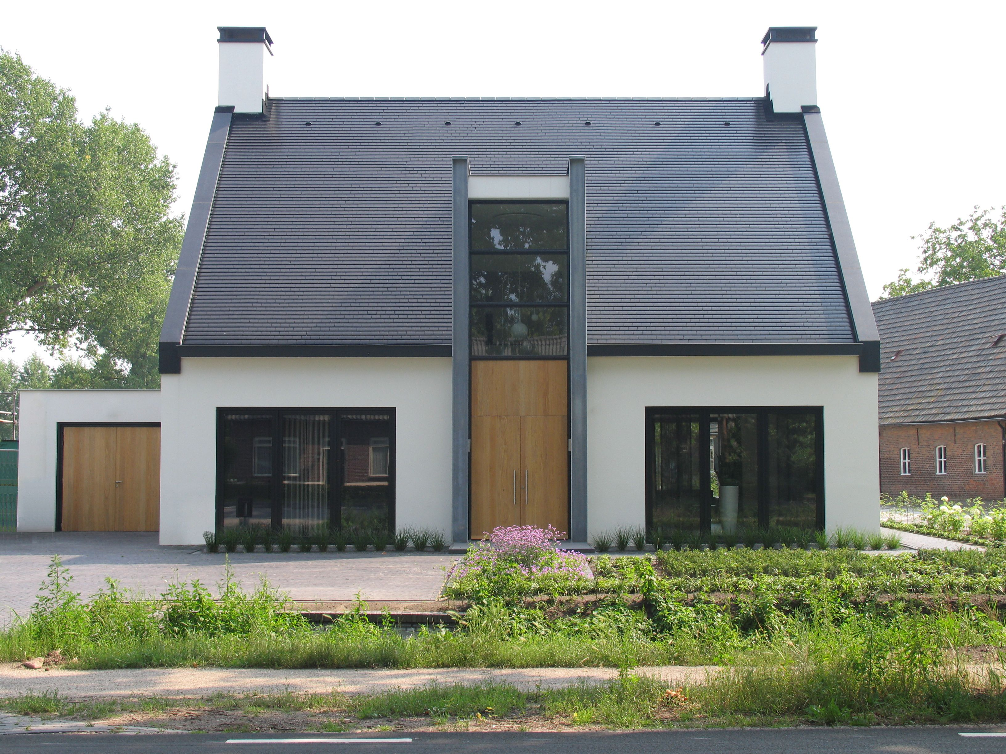 Modern landelijke woning witte villa met doorgestoken for Landelijke villa bouwen