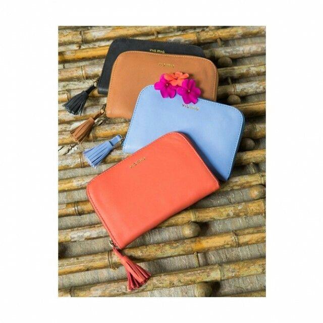 para aquelas que amam peças delicadas, nossas carteiras guardam o que você mais precisa e ainda vêm em cores lindas!  pode querer todas?  (ref. ca 0158) foto:@rapluc #coloridoviamia