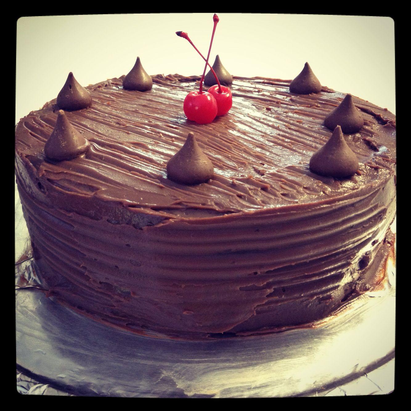 Pastel de chocolate con kises