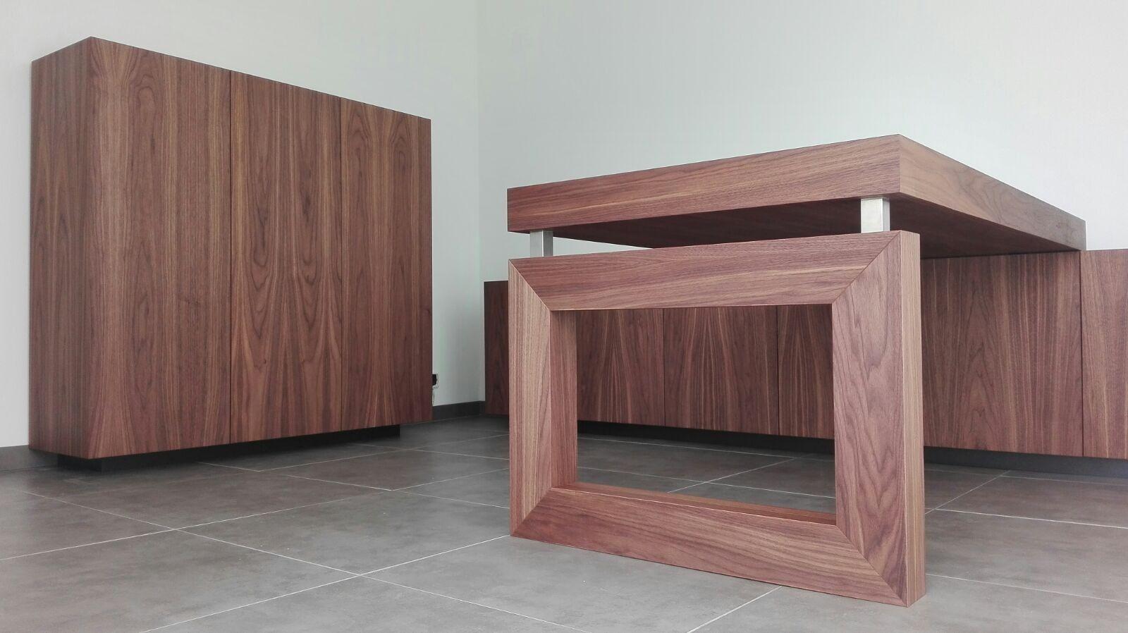 Bureau met dressoir voor een kantoor aan huis uitgevoerd in