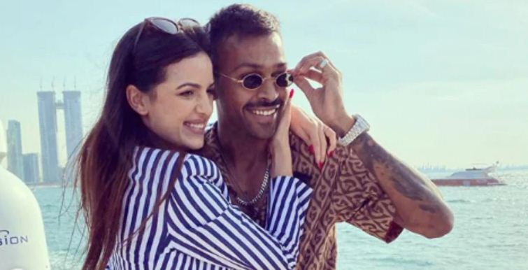 क र क टर ह र द क प ड य न सम द र क ब च ब च इस एक ट र स स क सग ई Hardik Pandya Gets Engaged To Actor Natasa Stankovic On New Year S Day In 2020 With Images Actors Actresses Game