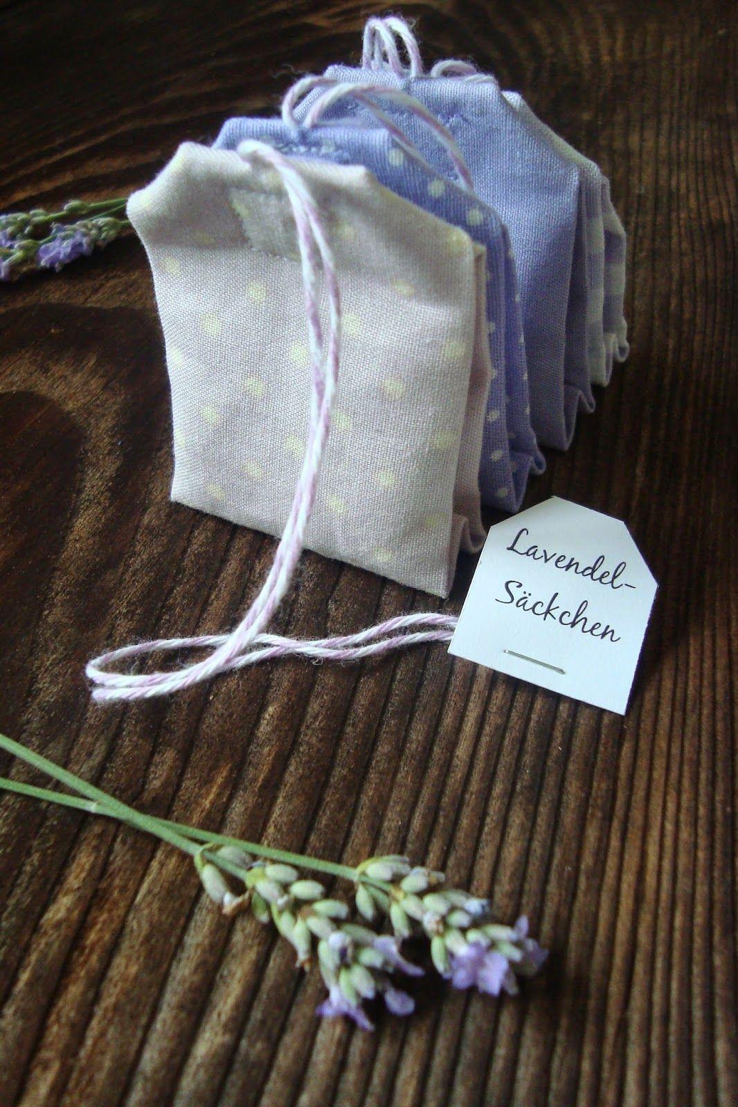 Aus Dem Geernteten Und Nun Getrockneten Lavendel Sind Diese Kleinen