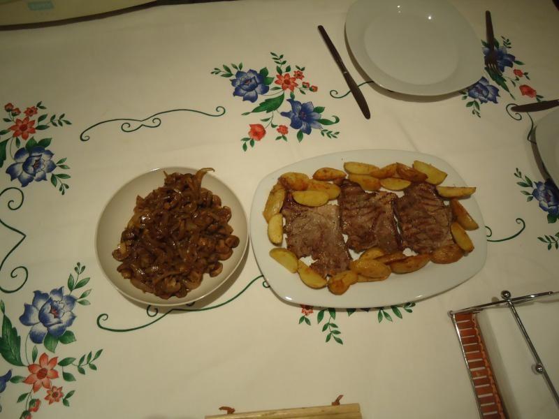 Bifes com Cebolada de Cogumelos | SaborIntenso.com