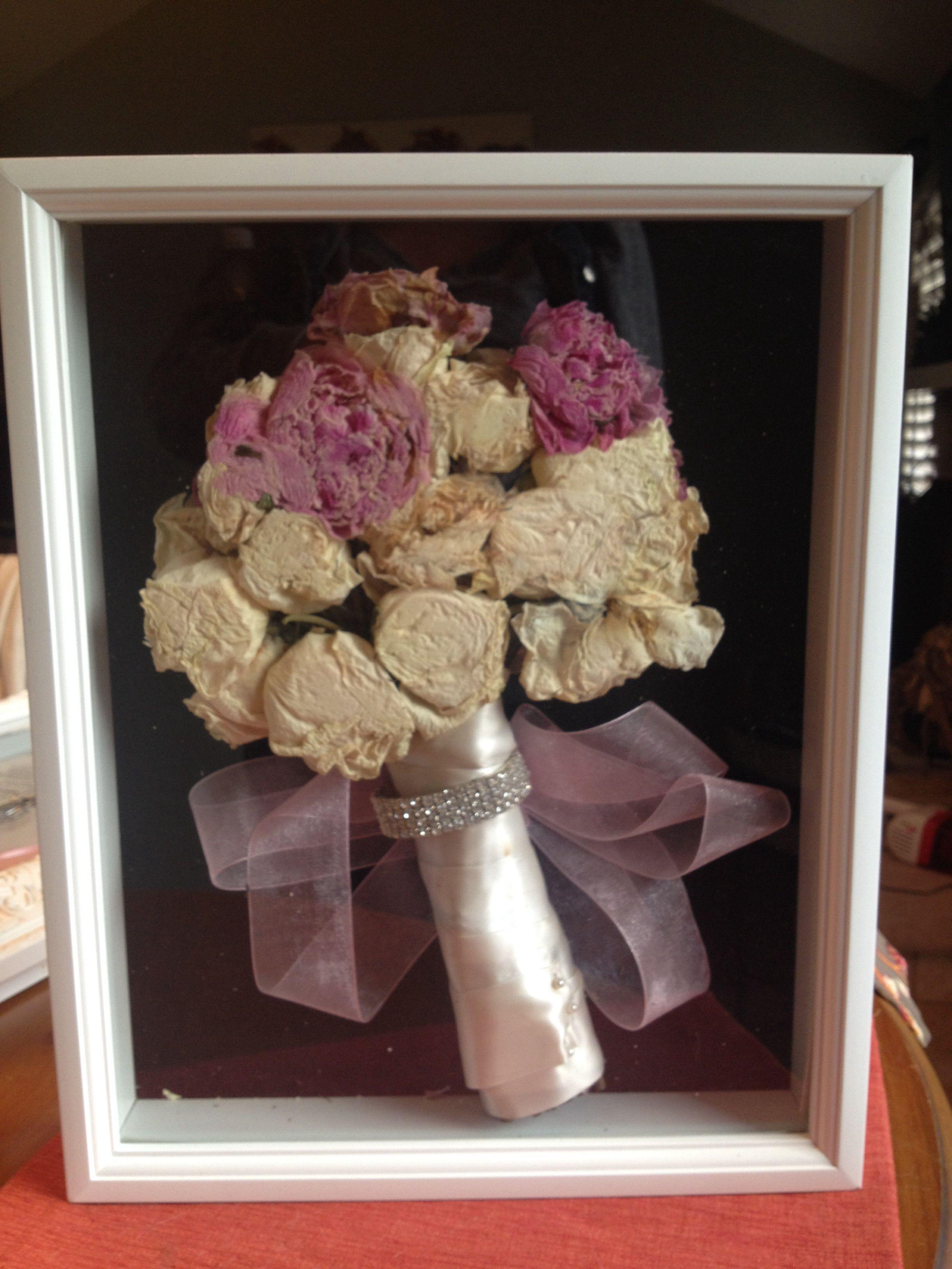My wedding bouquet shadow box DIY | i do