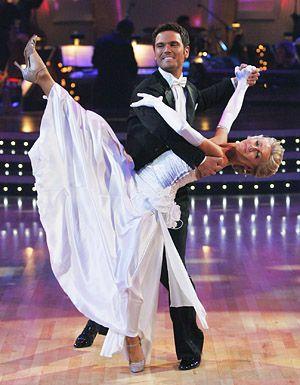 Dwts 8 2009 03 09 05 19 Julianne Chuck Wicks Kelsey Mcneal Abc Repost Ballroom Dance Latin Just Dance Ballroom Dancer
