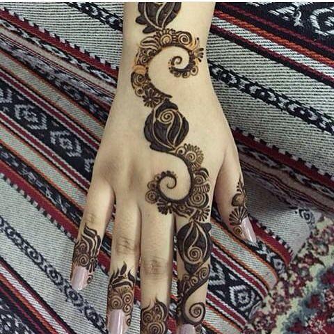 نجران On Instagram الراعي الرسمي لحسابي كهرمان للذهب Kahraman Gold Hudabeauty Hudabeau Henna Designs Hand Latest Mehndi Designs Rose Mehndi Designs