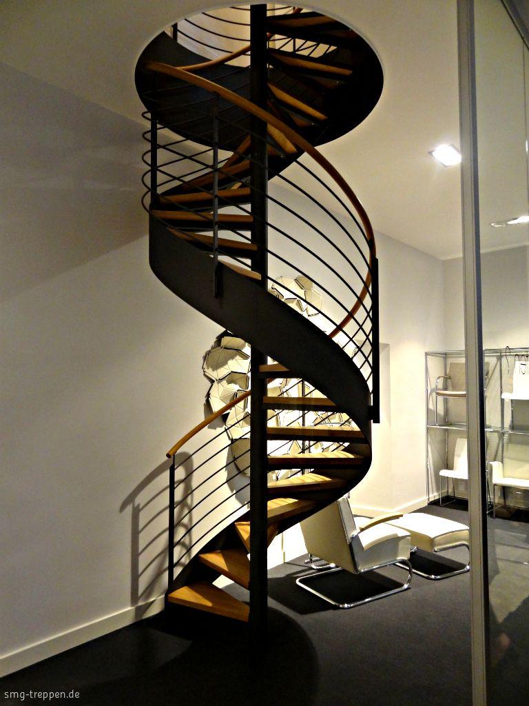 Die Spindeltreppe SPT 1800 Verbindet Die Verkaufsräume Mit Dem Backoffice  Der Firma Graef. Das Skulpturale Design Paßt Hervorragend Zu Den Produkten.