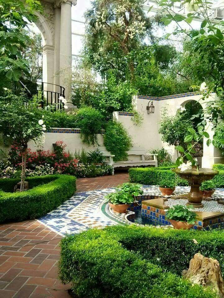 Pin By Kusno Utomo On Mediterranean Courtyard Gardens Design Small Courtyard Gardens Outdoor Gardens