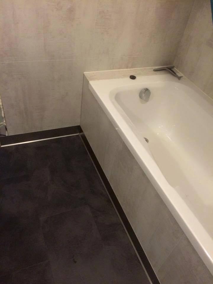 Een strakke badkamer én onderhoudsvriendelijk? Ontdek pvc voor ...